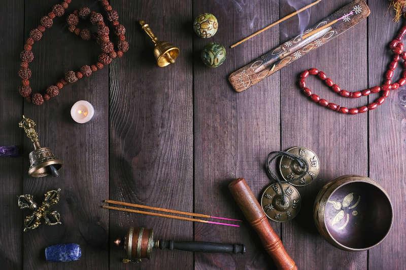 Ciotola tibetana, Mala e altri strumenti rituali religiosi per la meditazione
